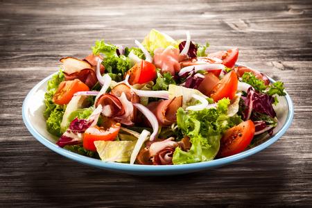 סלט ירקות עם קורנדביף