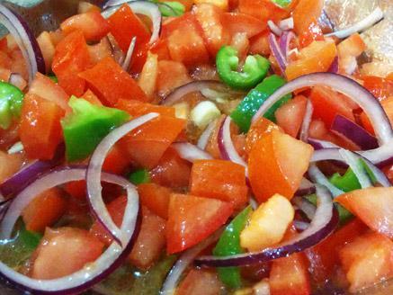 סלט עגבניות ופלפל חריף